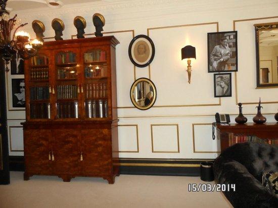11 Cadogan Gardens: sloane living room