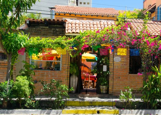Old Vallarta: Beautiful entrances with flowers everywhere