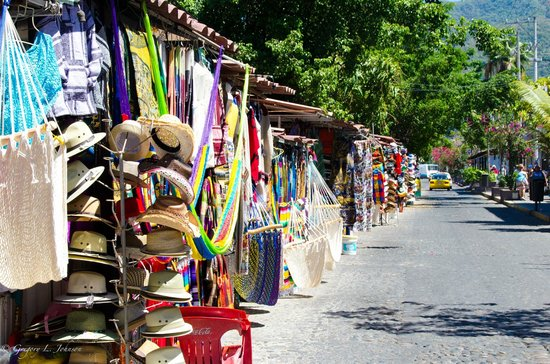 Old Vallarta: Vendors along Calle Badillo