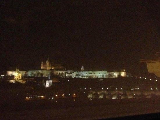 Hotel Leonardo Prague: Night view from room