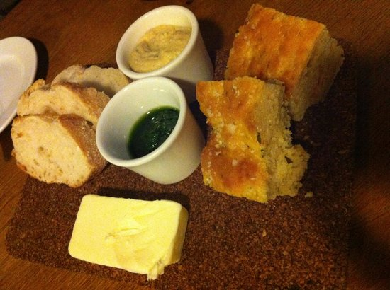 Irvins Brasserie: Soft bread and tasty spreads