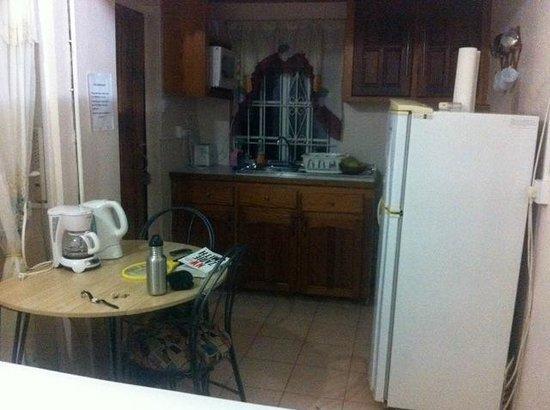 Casabella Bed & Breakfast: Kitchen area