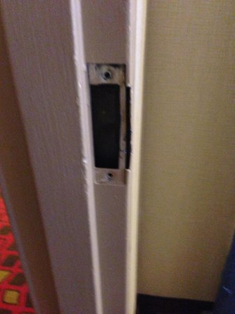 Ramada Plaza Newark Liberty International Airport: Broken lock