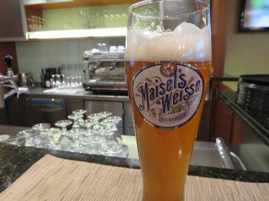 Hilton Garden Inn Frankfurt Airport : Bar/Cafe in the lobby area.