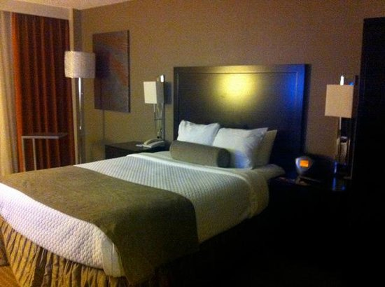 Crowne Plaza Miami Airport: Bed