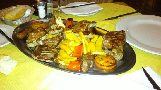 Tamara : The mixed meat grill, quite tasty, but sausage not so much.