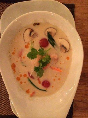 Thai Basilikum: Tom Kha Gung – aromatische Kokos-Suppe mit Garnelen