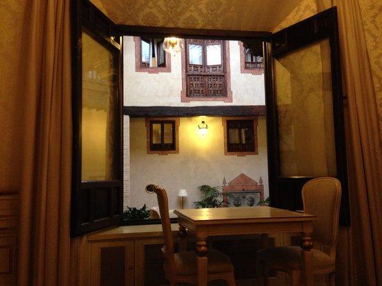 Hotel Casa 1800 Granada: The view towards the courtyard