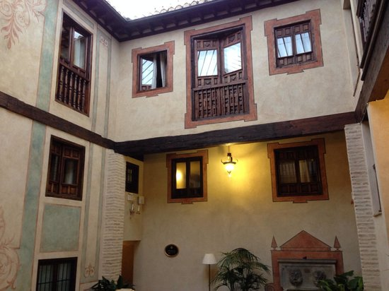 Hotel Casa 1800 Granada: Insider the courtyard