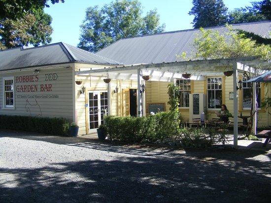 Robbies Bar & Bistro: Beer Garden