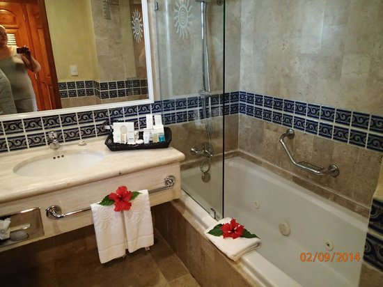 Luxury Bahia Principe Akumal : loved taking showers here
