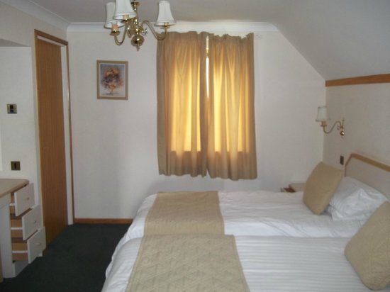 Clowance Estate: This is the second adult bedroom with twin beds