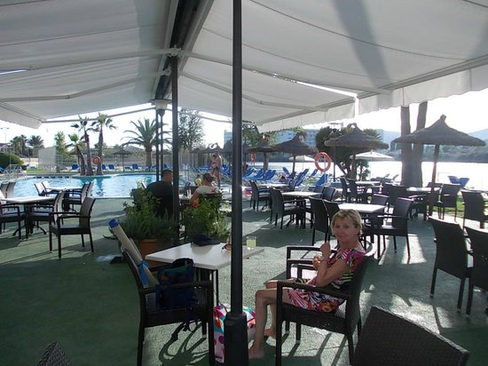 Grupotel Amapola: Terrasse-bar.
