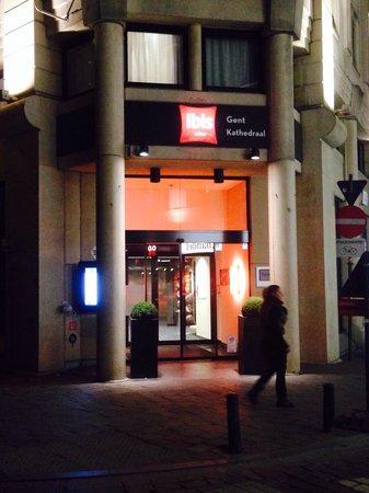Ibis Gent Centrum St-Baafs Kathedraal: Melhor localização impossível!!!! O lugar eh top e tem uma localização excelente!! E fica na fre