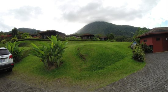 Hotel Lomas del Volcan: view from the pathway