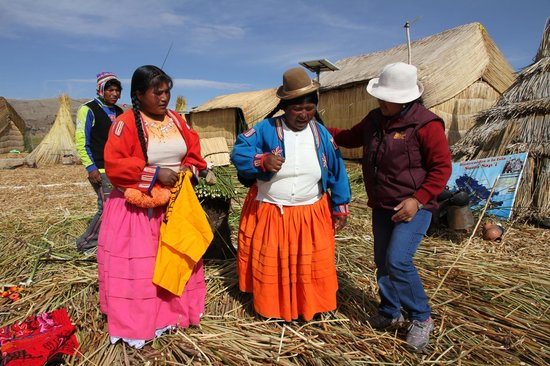 Libertador Lake Titicaca: inhabitants of the hover