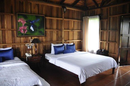 Hotel Lomas del Volcan: the bedroom