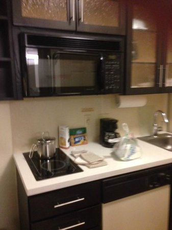 Candlewood Suites Miami Airport West: Kitchen