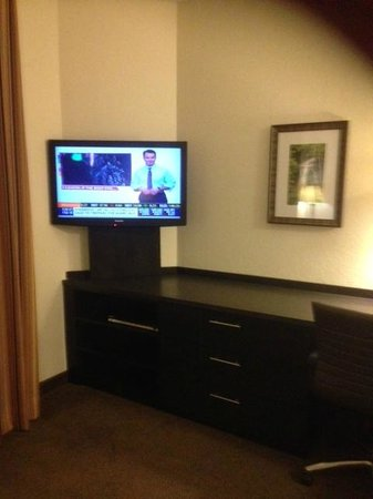 Candlewood Suites Miami Airport West: TV area