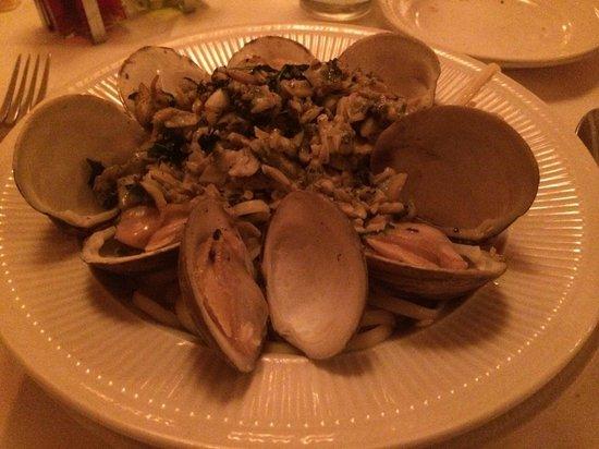 Sorrento Italian Restaurant : Linguine & Clams, well done.