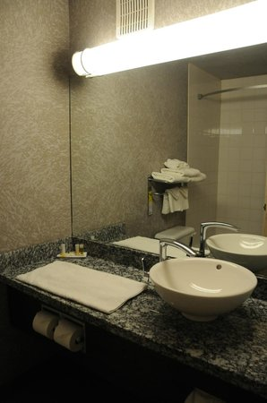 Days Inn - Regina: Bathroom