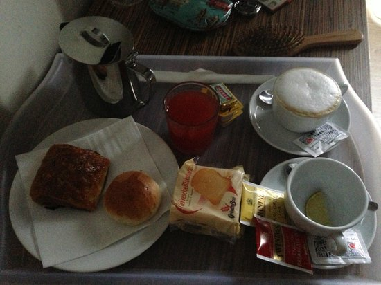 Hotel Roma Vaticano: Breakfast in the Room