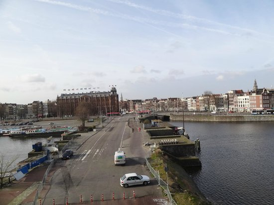 DoubleTree by Hilton Hotel Amsterdam Centraal Station: Vue de notre chambre sur la ville
