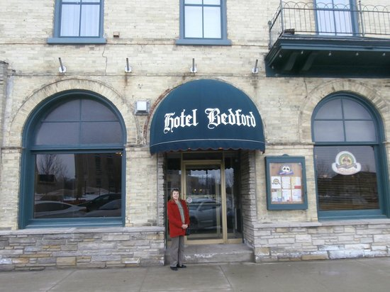 Hotel Bedford: Front entrance of the Bedford Hotel in Goderich Ontario