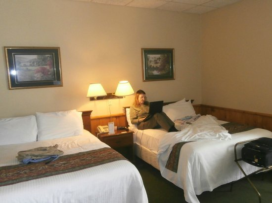 Hotel Bedford: A peek at a room with two king size beds. Immaculate white 3 sheet  bedding. (European Style)