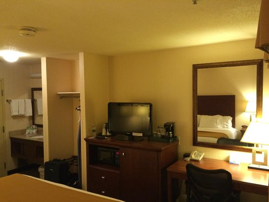Holiday Inn Express Meadville : King Bed
