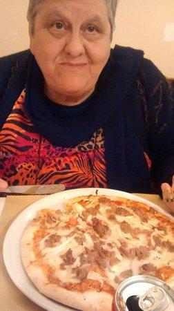 Ornelli Ristorante Caffe: Olha essa pizza de atummmmm!!!!! Huuuuummmm