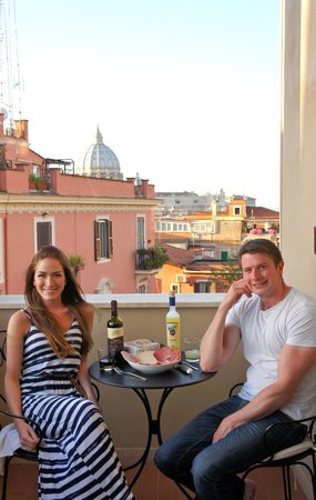 Roma Dreaming : Dinner on our private patio
