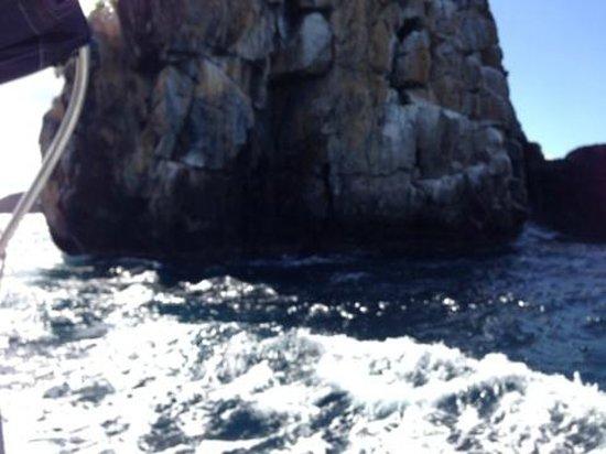 Rumbaba Charters: Sailing to Hawksnest