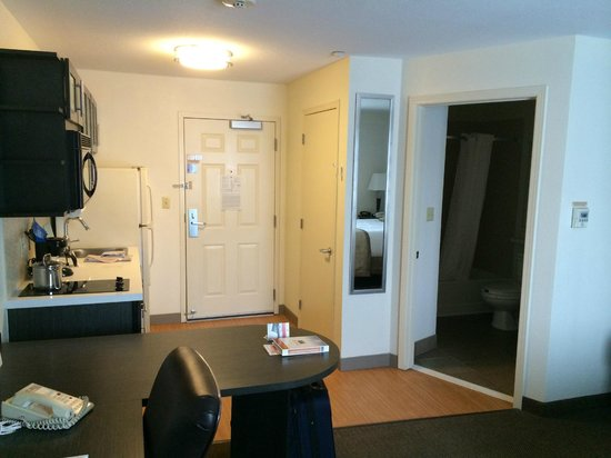 Candlewood Suites - Detroit/Ann Arbor: Studio - Entrance