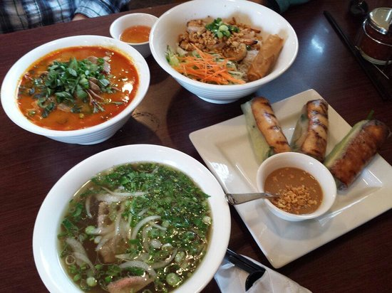 Vivi's Vietnamese Noodle House: Beef satay soup, shrimp noodles