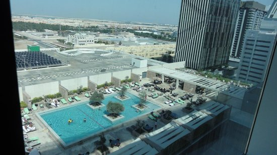 Aloft Abu Dhabi: Poolview from 1005