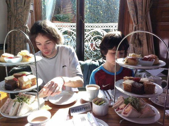 Chateau Impney Hotel & Exhibition Centre: Afternoon tea