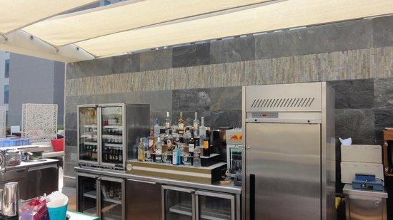 Aloft Abu Dhabi : Mai Cafe Bar