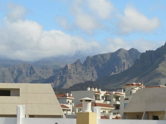 Barranco Apartments : Mountains behind resort