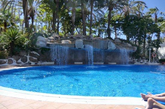 Best Tenerife: Ruisende waterval bij het subtropisch zwembad