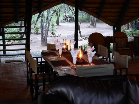 Mvuradona Safari Lodge : Dining area