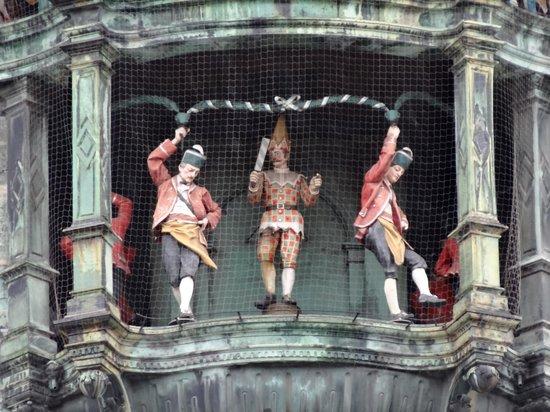 Glockenspiel im Rathausturm: Glockenspiel am Rathausturm