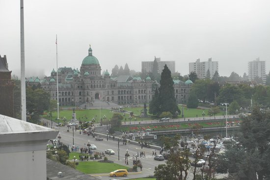 Magnolia Hotel And Spa: cloudy day in Victoria; our awesome view from our room of Parliament Buildings & Harbour