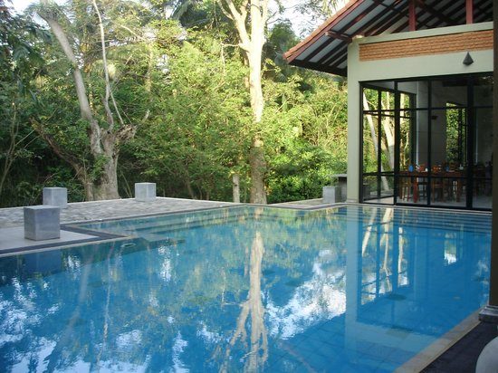 Arika Boutique Villa : The ppol with the dining area to the right