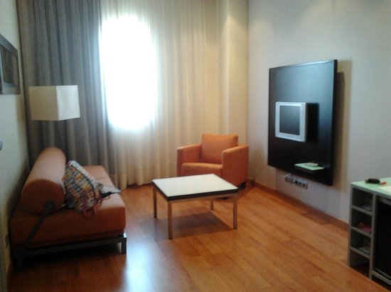Hotel Vertice Sevilla Aljarafe: salon suite