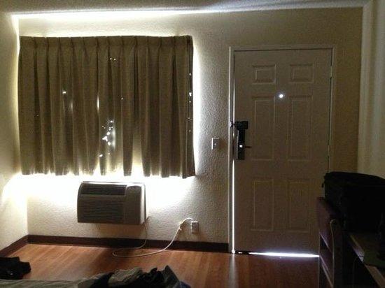 "Motel 6 Phoenix Tempe - Broadway - Asu : ""Darkened"" room (no interior lights on)"