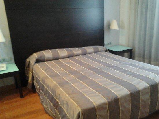Hotel Vertice Sevilla Aljarafe: dormitorio suite