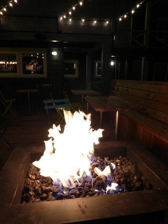 Basecamp South Lake Tahoe: Fire pit