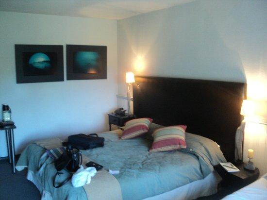 Penon Del Lago Lodge & Resort: habitaciones chicas con muebles deteriorados