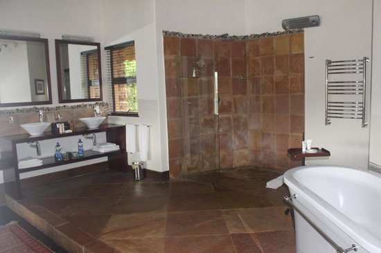 Pumba Private Game Reserve: bathroom